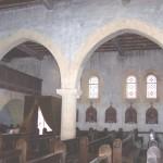 église Ste Croix - arcades en tiers-point et colonne à chapiteau plat (13e siècle)
