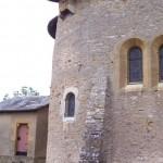 église Ste Croix - abside nord protégée par la bretèche