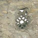 église Ste Croix - tour ronde, pierre ajourée depuis l'intérieur