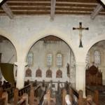 église Ste Croix - les grandes arcades nord