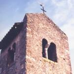 église St Laurent - baies géminées et toit en bâtière